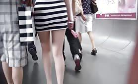 偷拍裙底 跟拍美臀白腿美女視頻